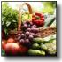 Immagine di cesto di vimini ricolmo di frutta e verdura, a simboleggiare un adeguato consumo giornaliero di frutta e verdura